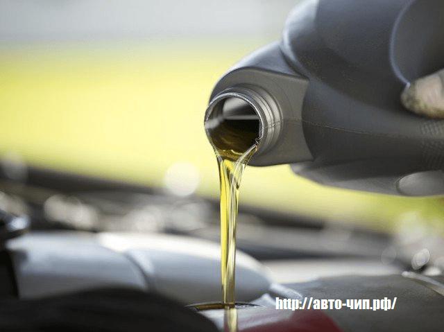 Разница между синтетическим и полусинтетическим моторным маслом