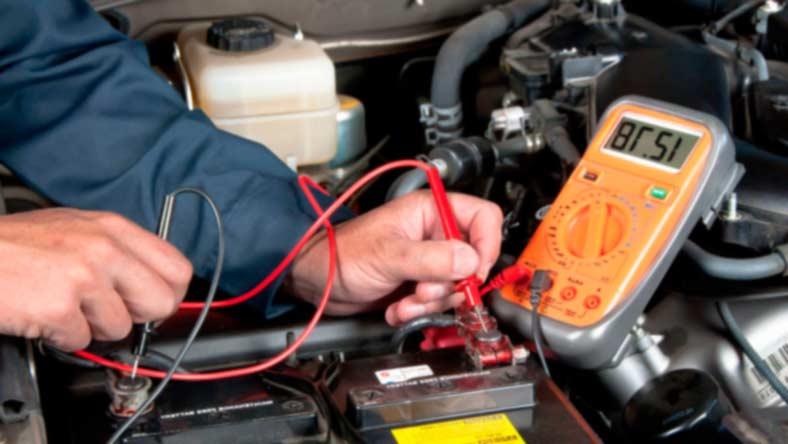 проверка авто мультиметром Как завести автомобиль с разряженного аккумулятора?