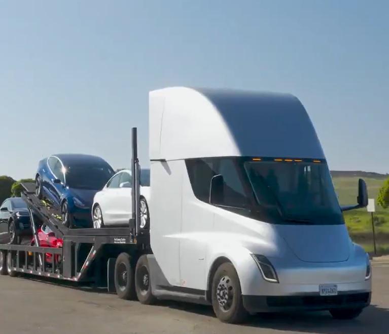 Грузовики Тесла отправились в первое путешествие более 400 км!