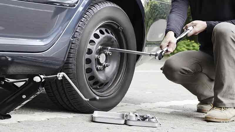 Как правильно заменить колесо?